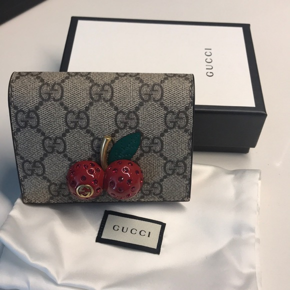 3e84f05ab11 GUCCI GG Supreme Card case with cherries
